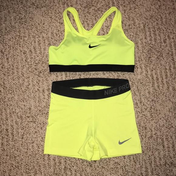 820f8883d8e NIKE Dri-fit sports bra and compression shorts. M 5abb0dc2d39ca282abe5b227